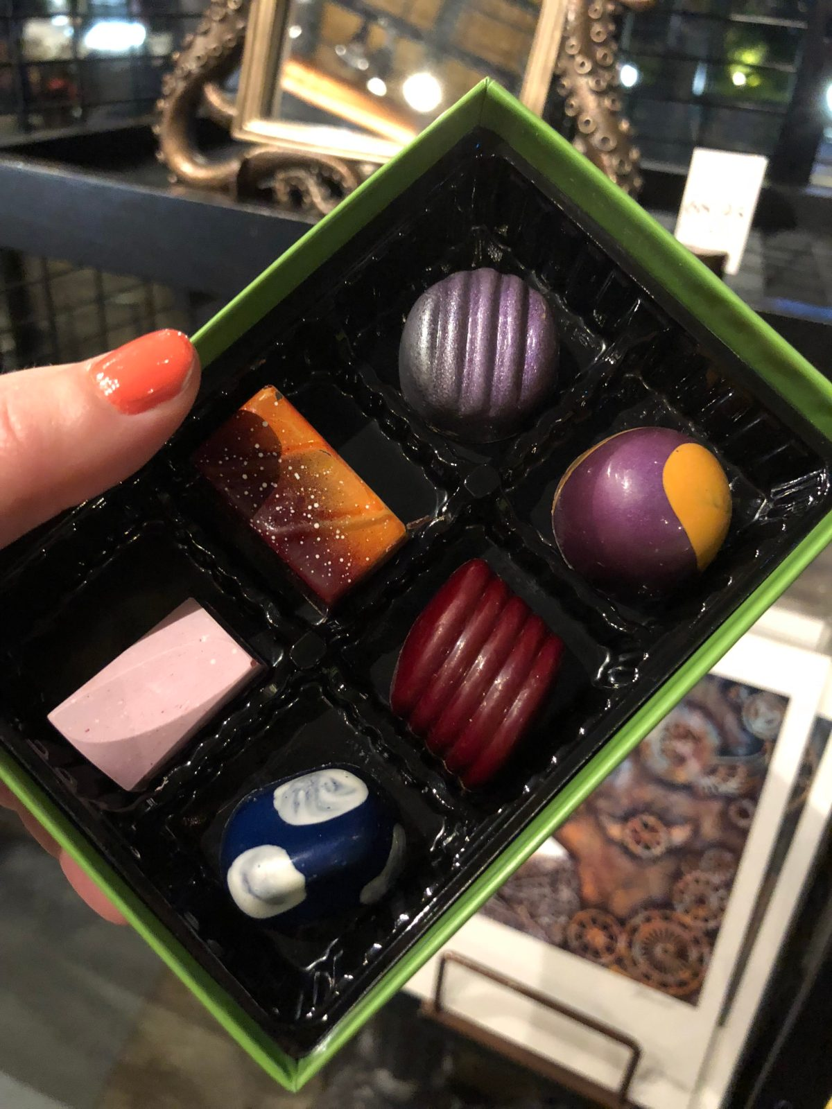 Artisan Chocolates from Toothsome Chocolate Emporium #chocolatelover #universalthemeparks #citywalk #toothsomeschocolateemporium #universalstudiosorlando