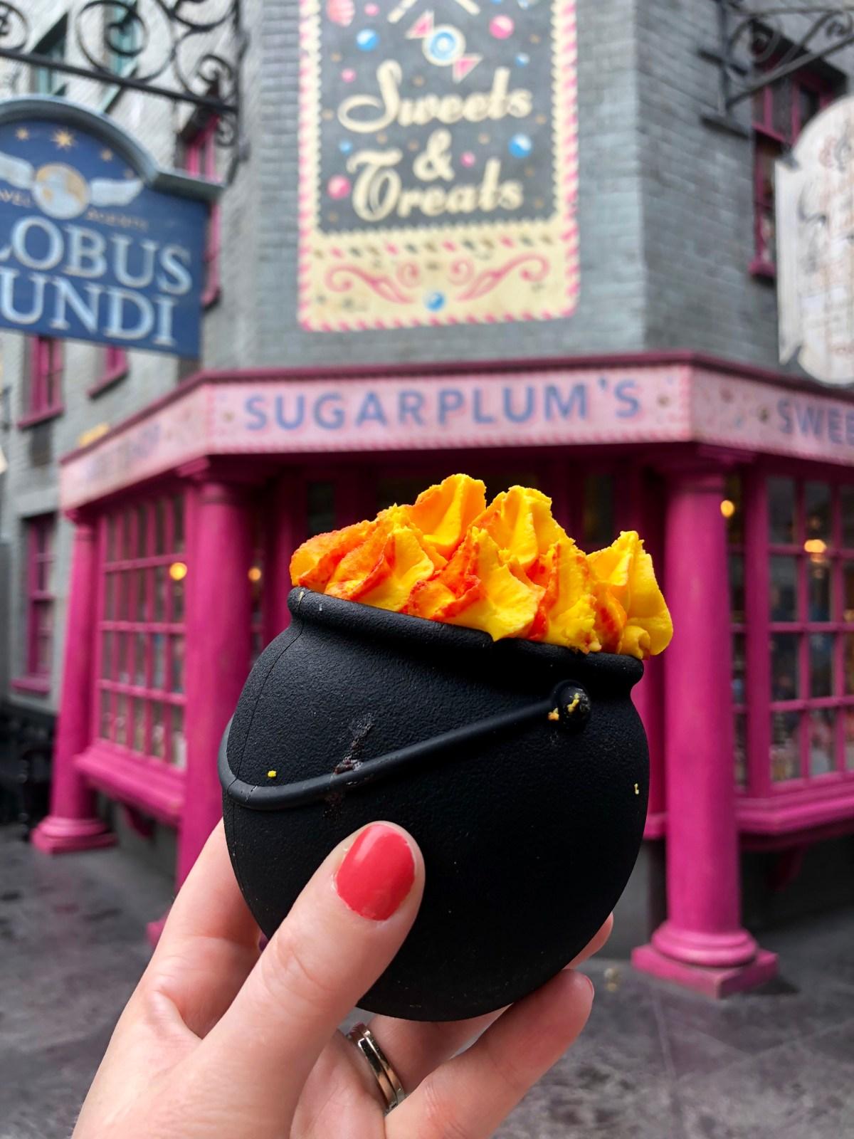 Chocolate Cauldron Cupcake at Sugarplum's Sweet Shop #chocolatecauldron #sugarplumssweetshop #universalorlandofood #diagonalley #harrypotter