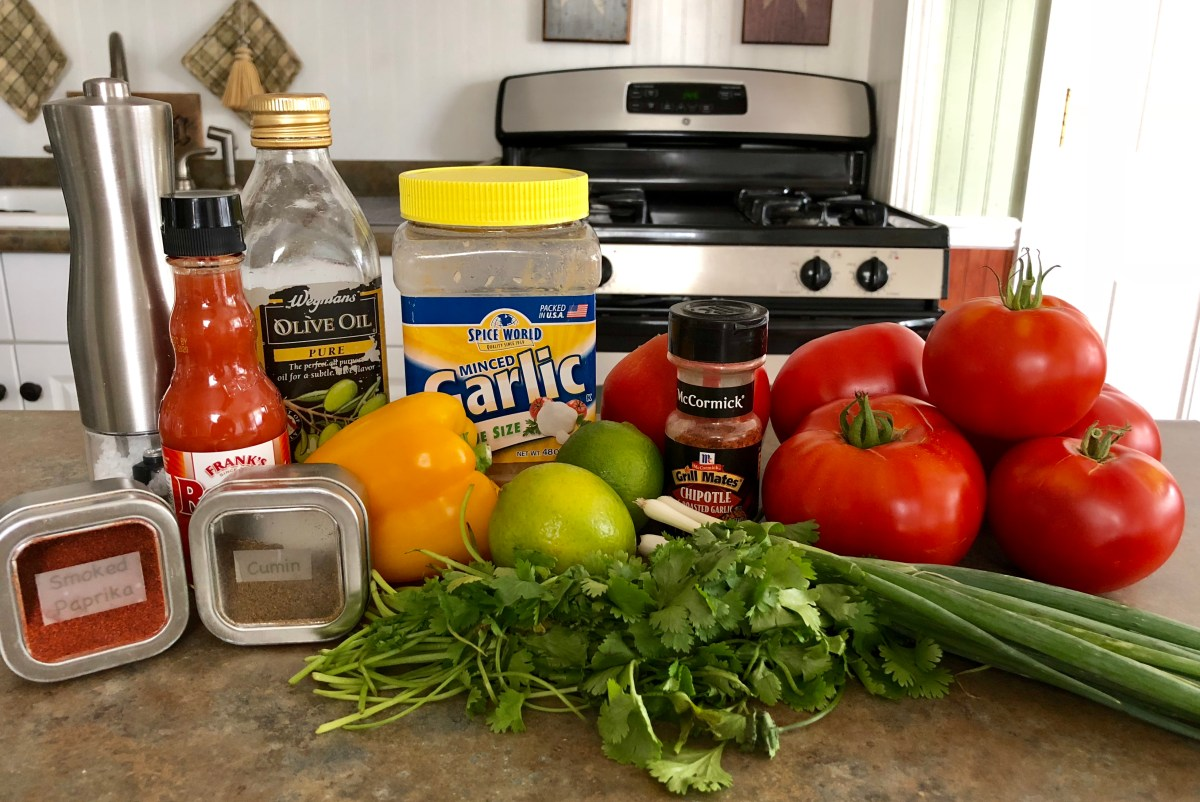Roasted Tomato Salsa by Happylifeblogspot.com #salsa #tomatorecipes #tomatosalsa #freshsalsa #chunkysalsa