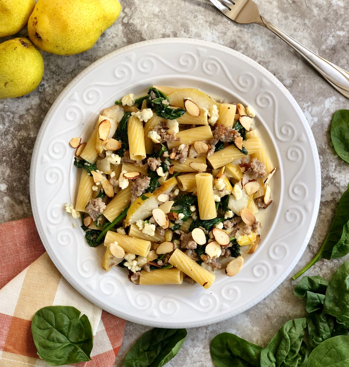 Pear & Sausage Rigatoni by Happylifeblogspot.com #pearrecipes #rigatoni #pasta #sausagerigatoni #fallrecipes #dinnerrecipe