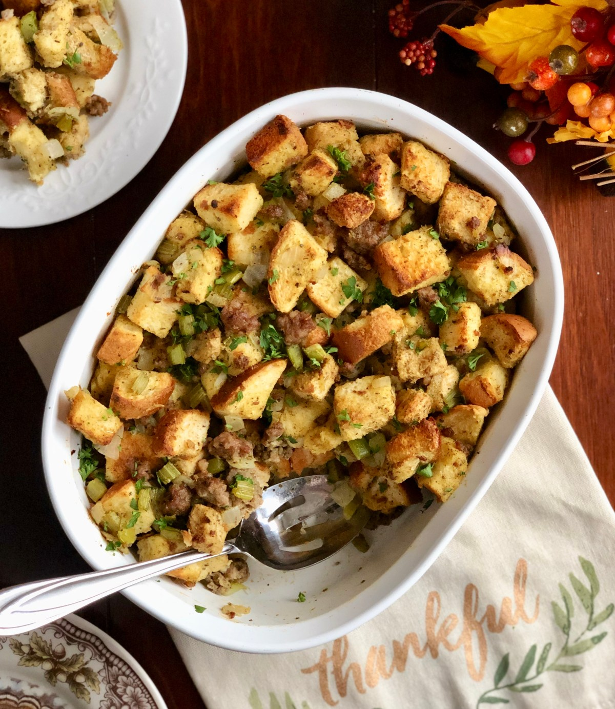 Traditional Thanksgiving Stuffing by Happylifeblogspot.com #stuffing #thanksgiving #thanksgivingrecipes #dressing #turkeystuffing #turkeydressing