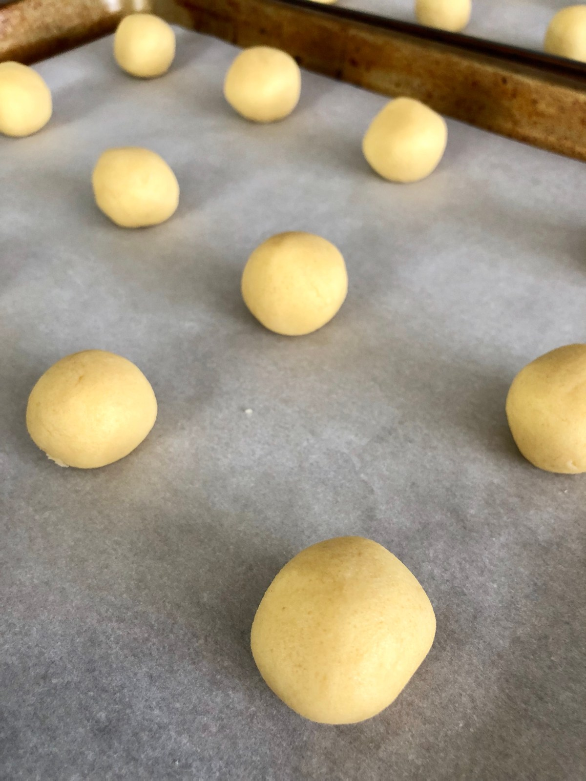Cappuccino Swirl Cookies by Happylifeblogspot.com #coffeecookies #cookies #cappuccinocookies #christmascookies #hersheykisscookies #irishcreamcookies
