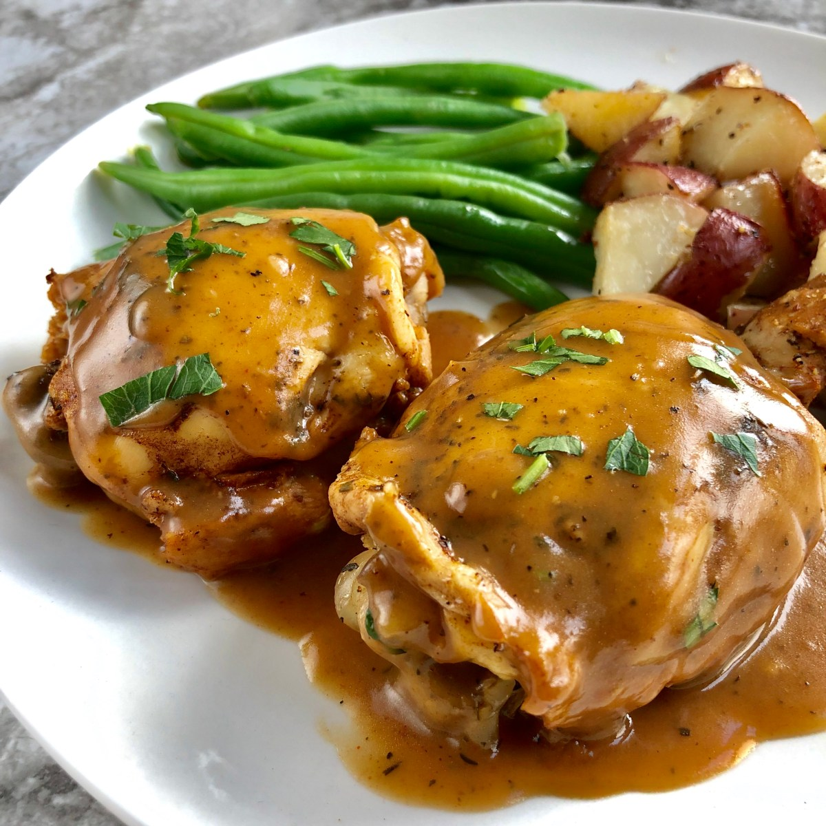 Pressure Cooker Balsamic Chicken Thighs by Happylifeblogspot.com #pressurecookerchicken #chickendinner #balsamicchicken #chickenthighs #pressurecookerrecipes #instantpotrecipes