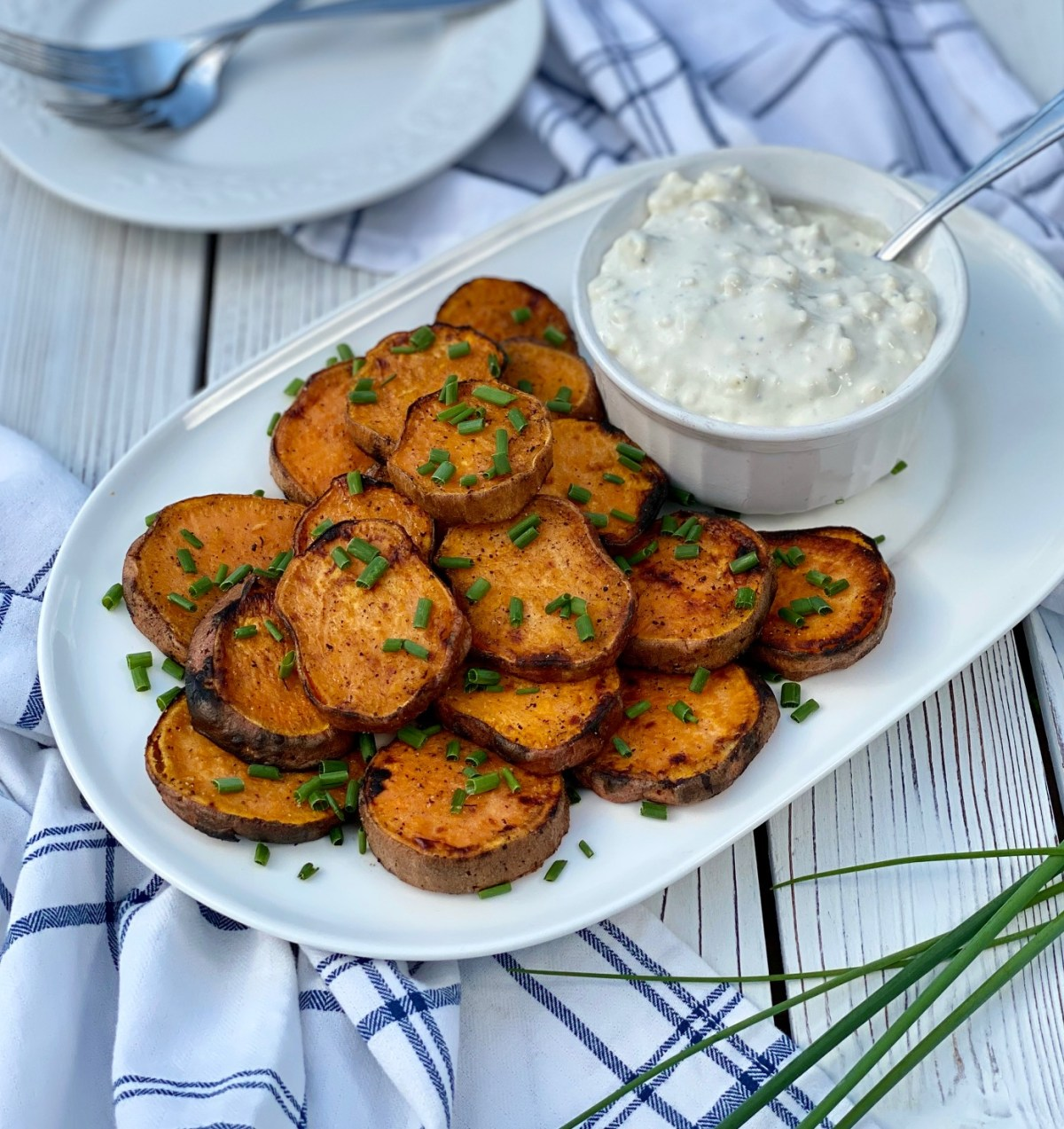 Grilled Sweet Potatoes by Happylifeblogspot.com #sweetpotatoes #grilledsweetpotatoes #grillrecipes #summersidedish #howtogrillsweetpotatoes #summerrecipes #grillrecipes #bbqfood #cookoutfood