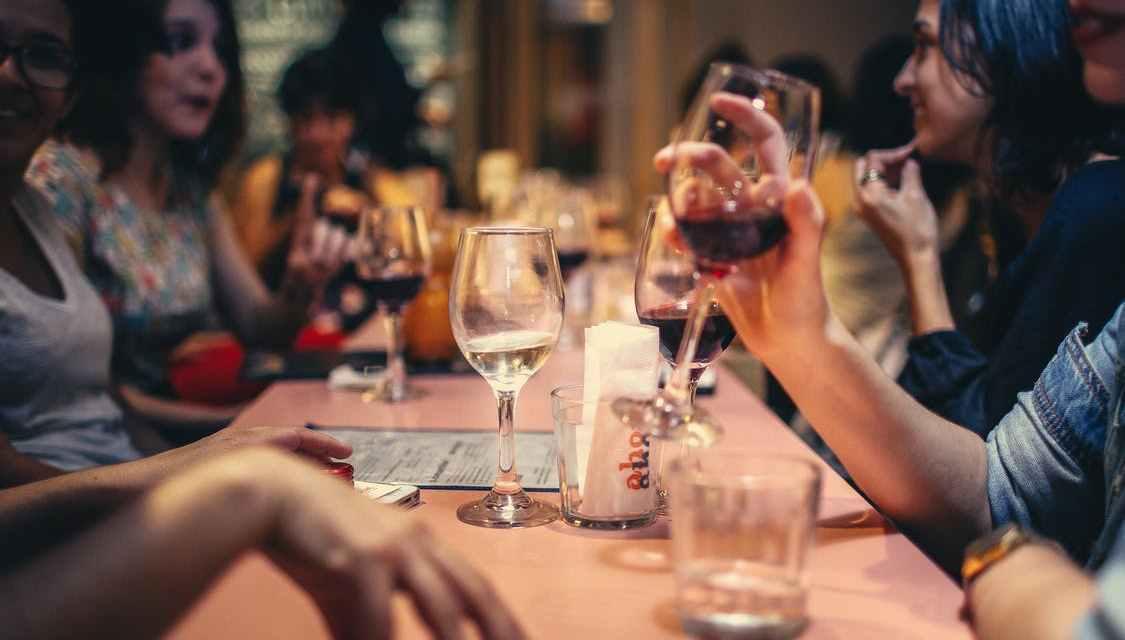9 skvělých míst, kam vzít kohokoliv na nejlepší jídlo v Praze