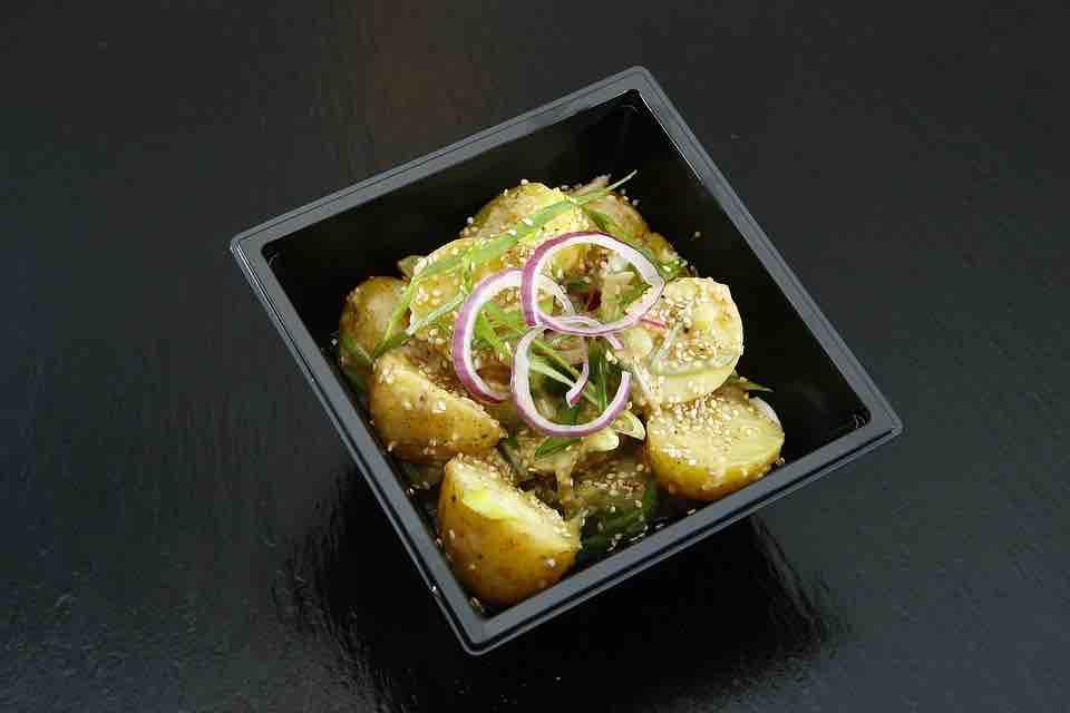 5 receptů na zdravý bramborový salát