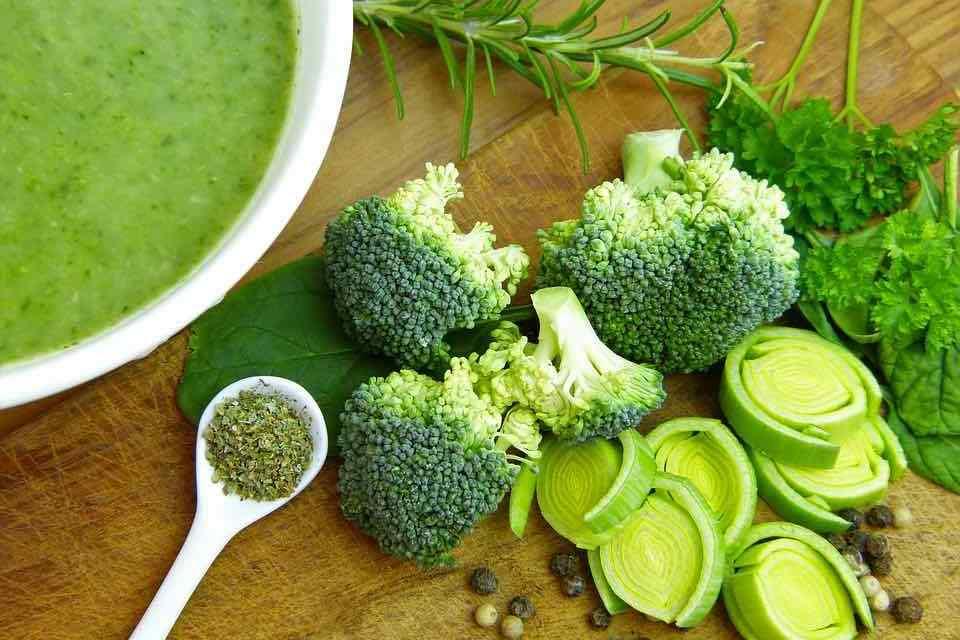 Brokolicová polévka: 5 receptů, které zvládne každý