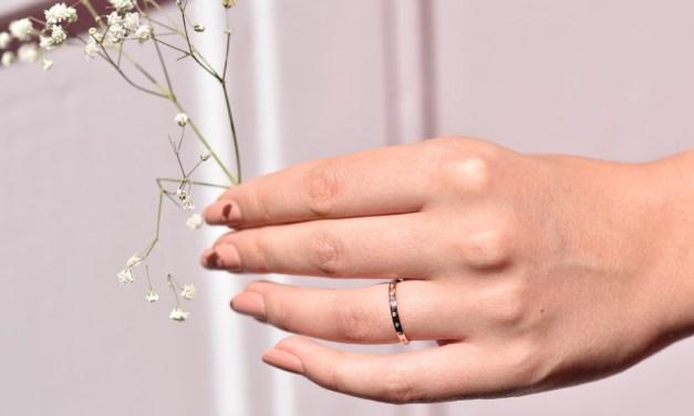 Chystáte svatbu? Zvolte netradiční zásnubní i snubní prsteny