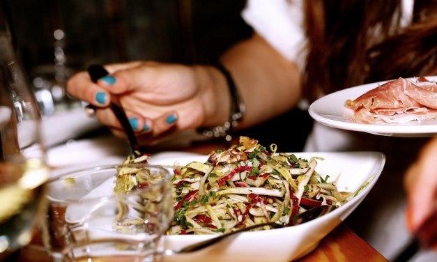Zeleninový salát 7x jinak: recepty, které stojí za to vyzkoušet