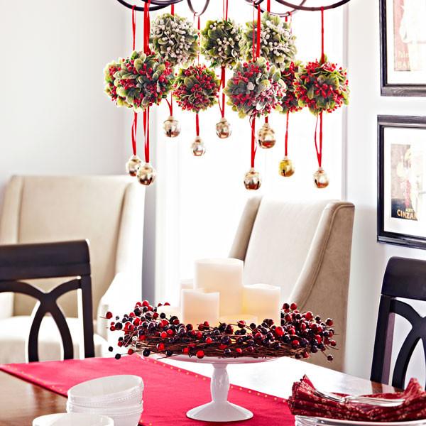 リビングルームとダイニングルームのクリスマスの装飾