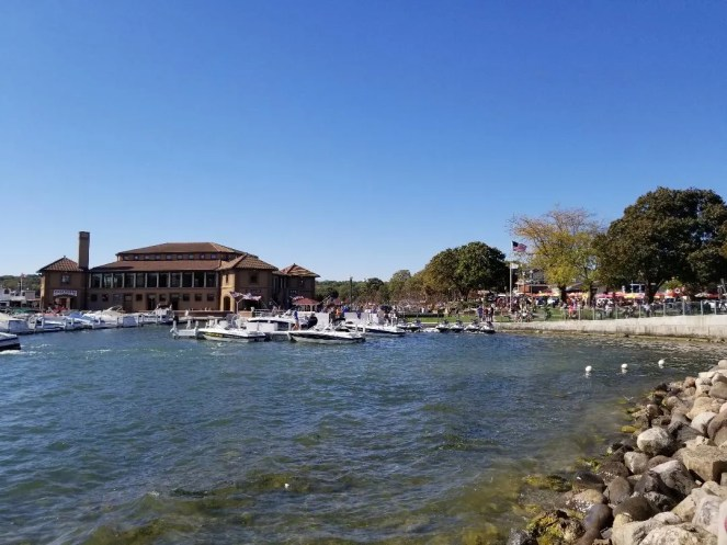 5 Fun Things to do in Lake Geneva, Wisconsin with kids on a weekend getaway. Take a family hike, stroll through the downtown, visit local history museum, take a boat ride and more. So much fun for the whole family! #familytravel #wisconsin #lakegenevawi #traveltips
