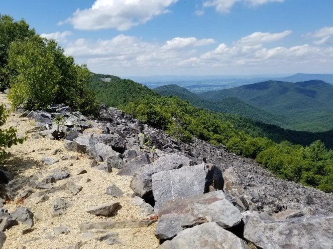 Shenandoah National Park Best Hikes & Things to Do with Kids. Drive Skyline Drive and visit beautiful waterfalls. Learn what you can't miss seeing in this Ultimate Guide to Shenandoah National Park. #shenandoahnp #nationalpark #familytravel #travelwithkids #summervacay