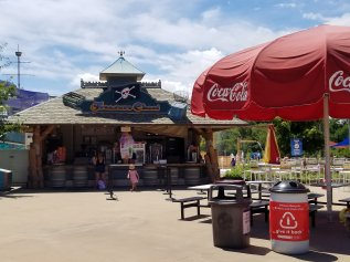 Top Tips for Six Flags Great America Amusement Park with kids. Everything you need to know before you go. Tips on how to save money, the best rides,  what to bring with you, holiday events, Hurricane Harbor and more. Be ready for a great day out with the kids at Six Flags. #amusementpark #familyvacation #traveltips #sixflags