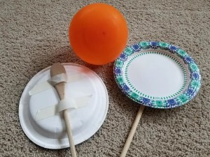 Fun Indoor game for kids - Balloon Tennis. It's an easy DIY kids activity perfect for days you stay at home on rainy or winter days. #kidsactivities #kidsgames #balloontennis