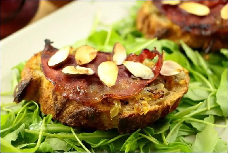 tartine oignon pancetta amande