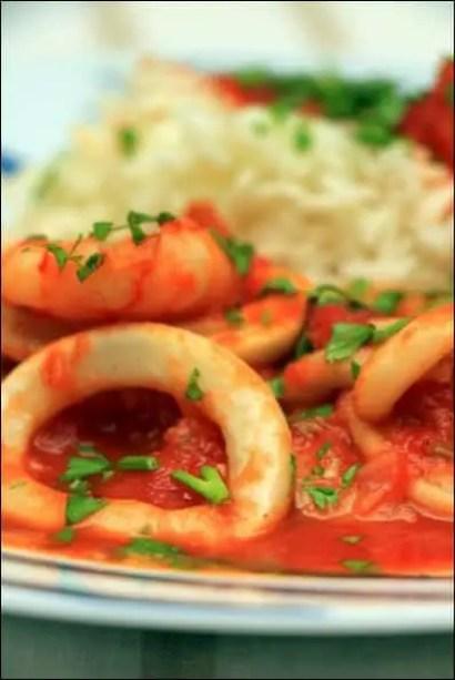 calamars crevettes sauce tomate