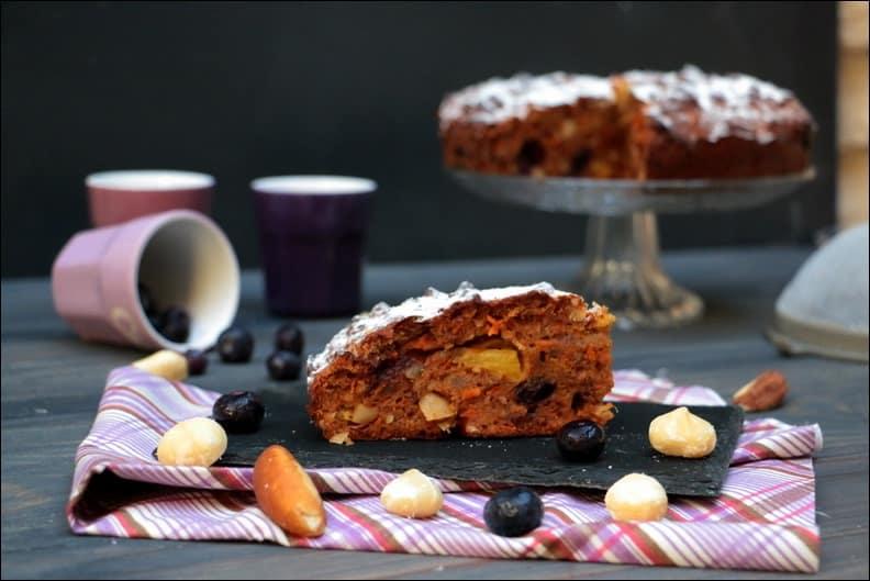 carrot cake aux myrtilles, fruits secs et épices
