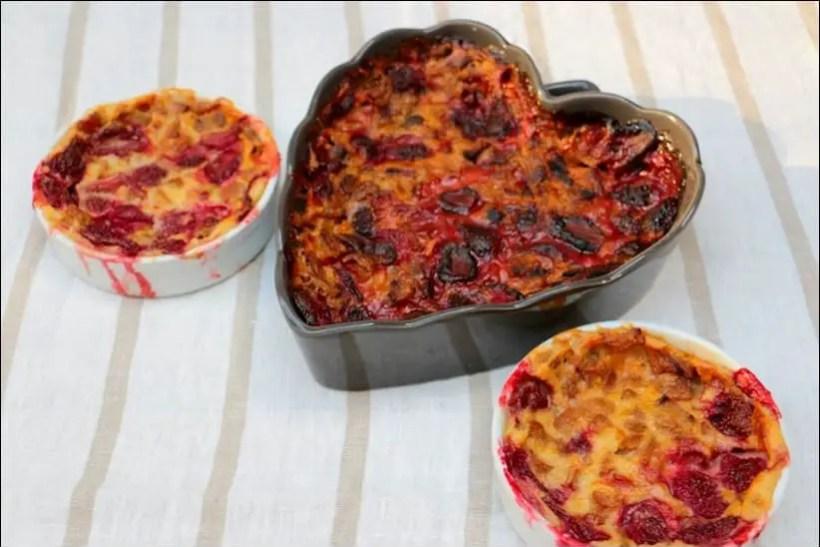 clafoutis au yaourt fraises et rhubarbe