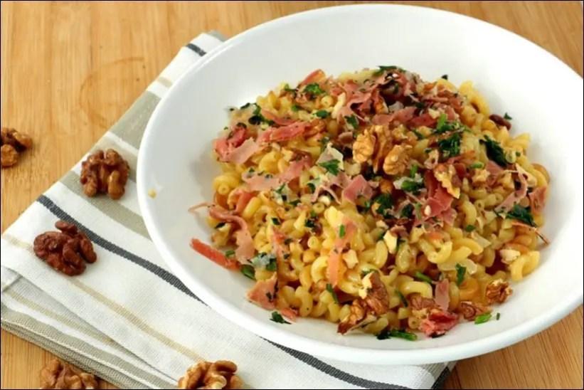 coquillettes façon risotto à l'huile de truffe jambon cru et noix