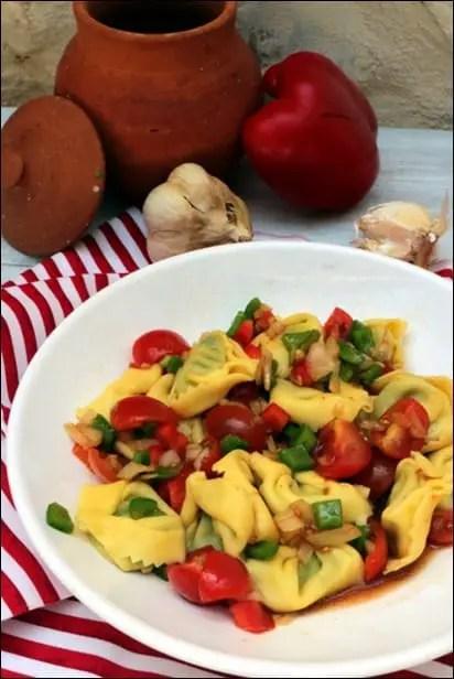 Salade-tortellini-poivrons-marines (1)