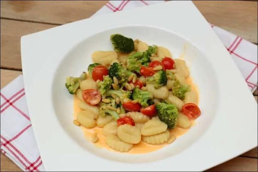 gnocchis au brocolis pignons et crème de parmesan