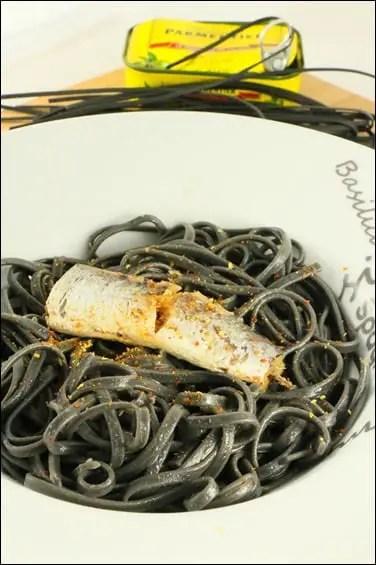 pates encre de seiche sardine à l'huile