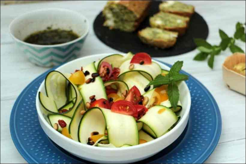 salade courgette crue tomate