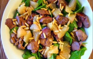 salade d'épinards aux pomelos et aux foies de volaille