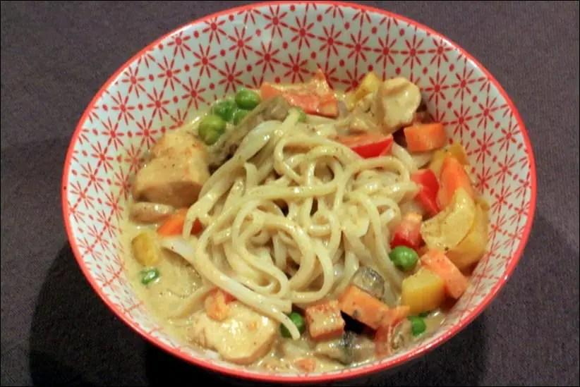 Soupe thaï de poulet au curry rouge