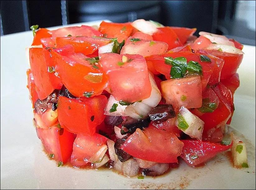 tartare de tomates olives noires et basilic