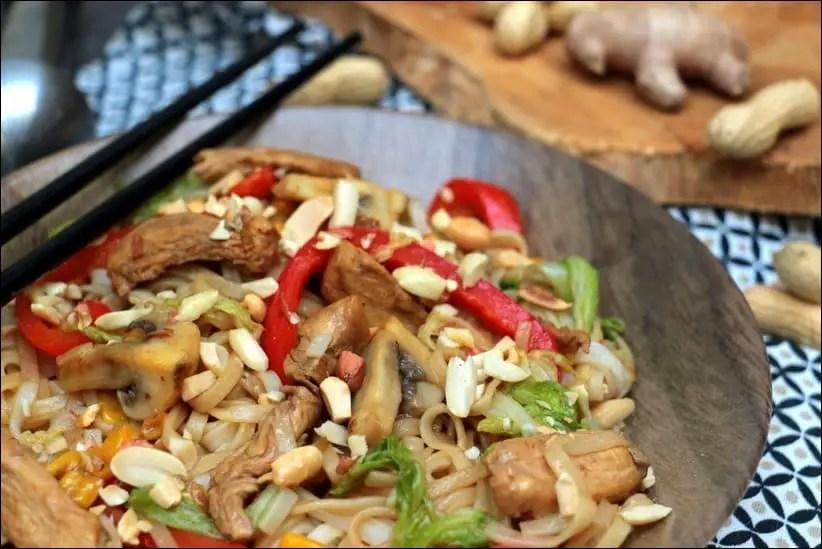 wok nouilles poulet légumes