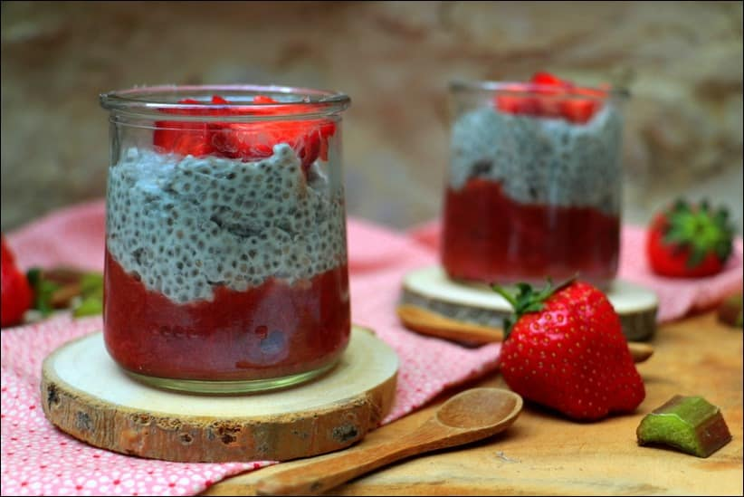 chia pudding compote fraises et rhubarbe