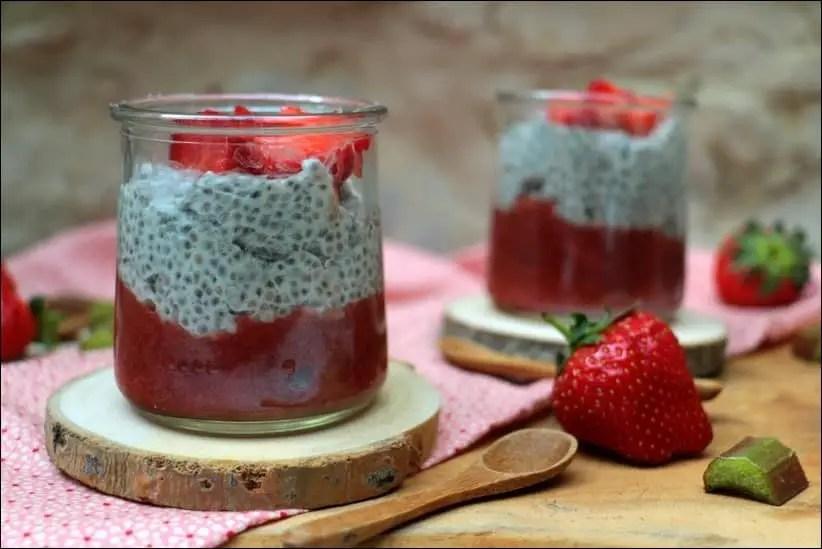 puggind de graines de chia compotée fraises rhubarbe vanille