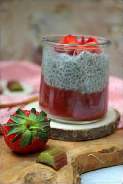 chia pudding compote fraises rhubarbe