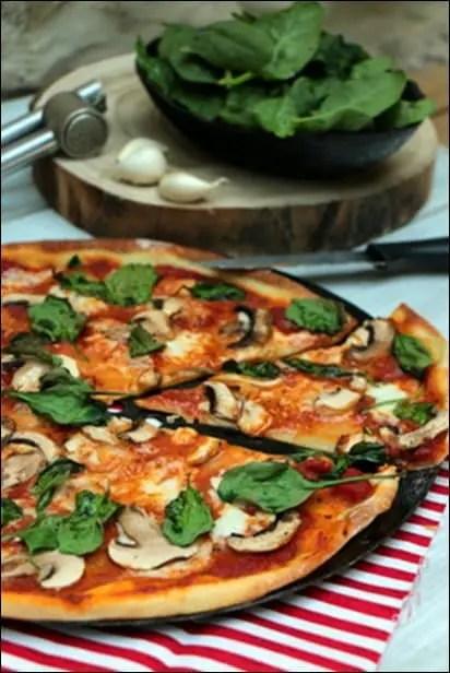 pizza champignons epinards mozzarella