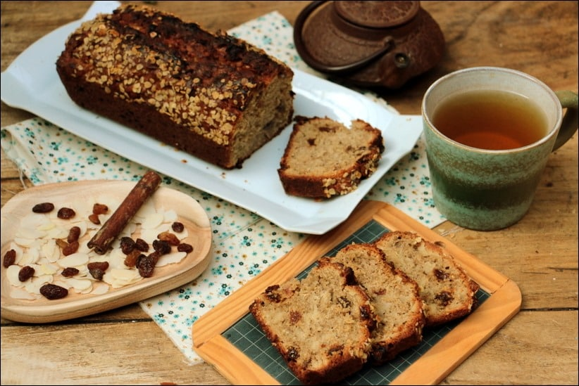 cake depetit-déjeuner au son d'avoine, amandes et raisins secs