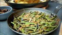 poêlée de haricots verts et champignons aux oignons caramélisés