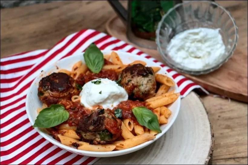 boulettes sauce tomate basilic penne burrata