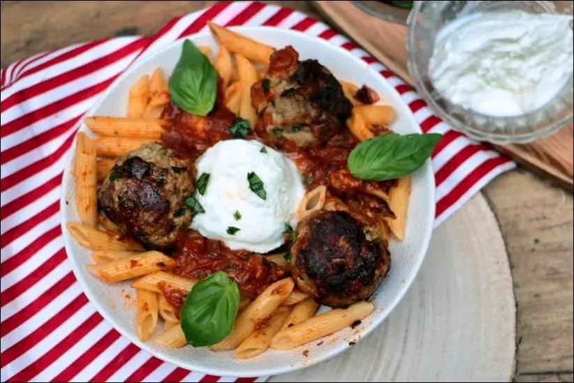 boulettes sauce tomate basilic penne burrata tous en cuisine