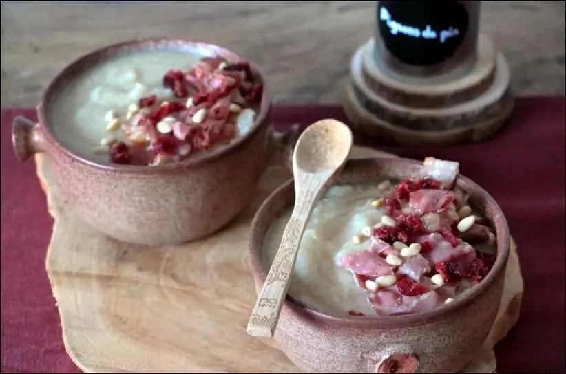 soupe de chou-fleur à l'ail et pancetta