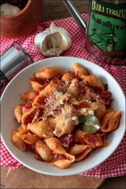 pates tomate pancetta