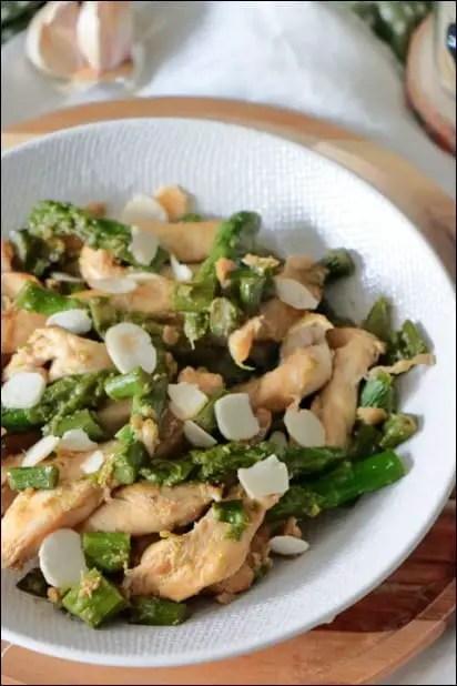 wok d'asperges vertes au poulet et amandes