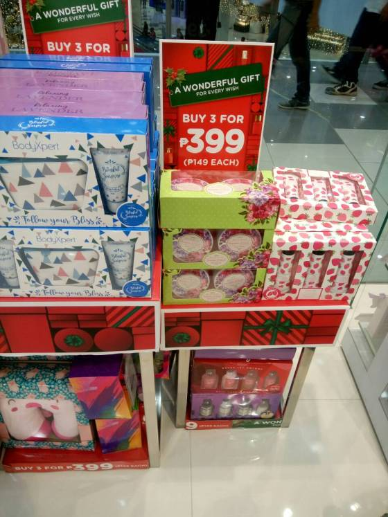 Watson's carries a lot of unbelievably low-priced holiday gift packages! there are gift packs for as low as P79.00 if you buy at least three pieces.