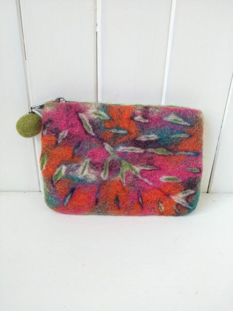 felt leaf purse mid green