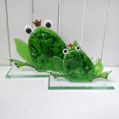 fused glass frogs