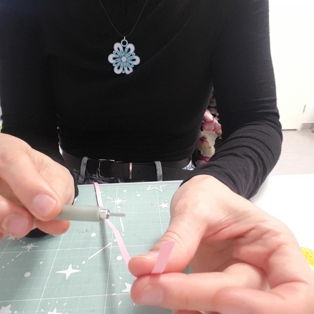 matériel Quilling pour les tortillons sont le stylet et une bande de papier