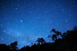 ペルセウス流星群2018の見つけ方・関西から見る方角やピーク時間