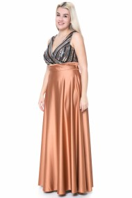 Maxi αμάνικο σατέν φόρεμα με ζώνη σε καμηλό χρώμα