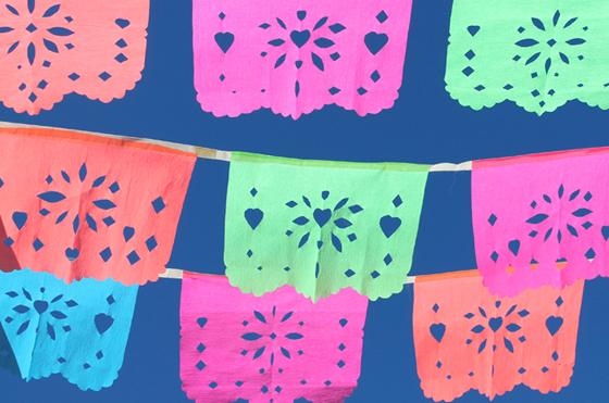coloridos papel picados mejicanos del día de los muertos