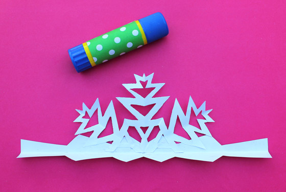 Paper crafts - Snowflake crowns DIY craft headpieces - Happythought Holiday craft activity pack!